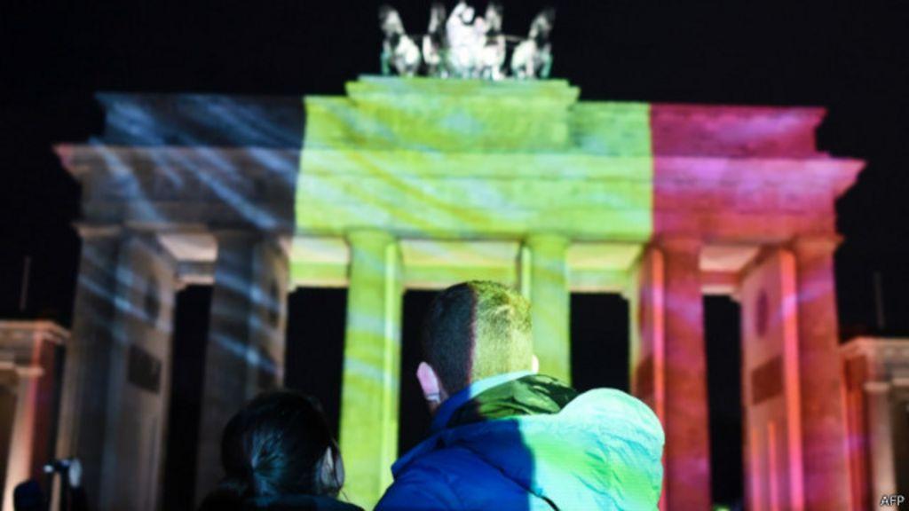 Puerta de Brandenburgo con la bandera de Bélgica