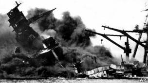 Barco de guerra atacado durante Pearl Harbor