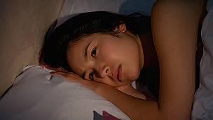 Una mujer durmiendo