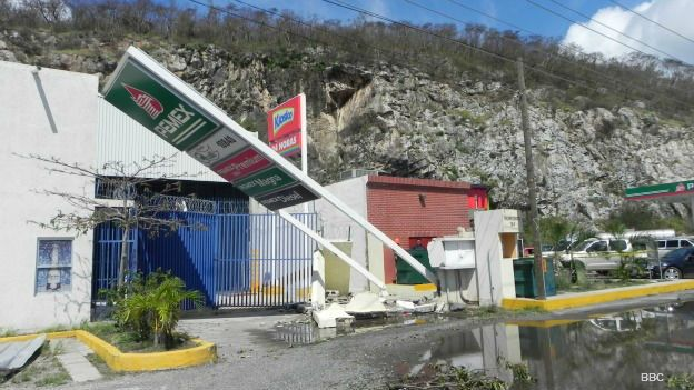 Estación de gasolina en Melaque, Jalisco, afectada por el huracán Patricia