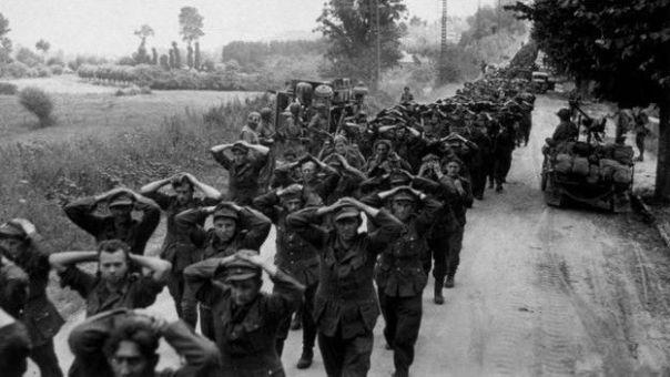 1945: soldados alemanes se rinden en Francia