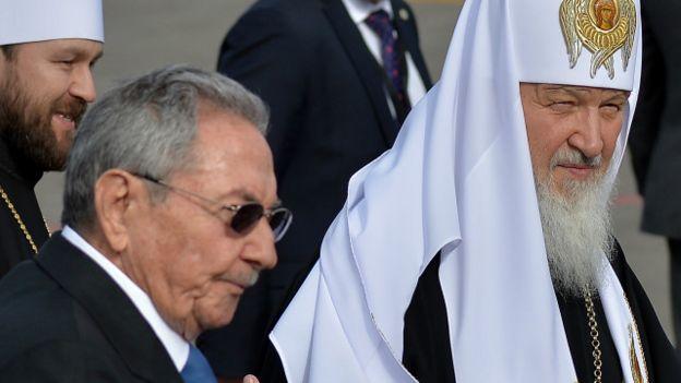 El Patriarca Kirill y el presidente de Cuba, Raúl Castro.