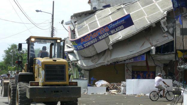 El secreto de los edificios que no se cayeron durante el terremoto de Ecuador