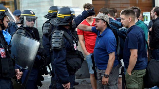 Cảnh sát Pháp giải tỏa đám đông cổ động viên Anh ở Lille hôm thứ Tư