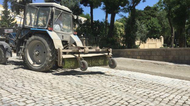 Qənbər yolun asfaltdan təmizlənməsi işi bir həftə ərzində yekunlaşmalıdır