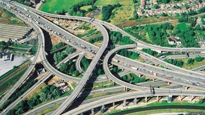 a0738bcbfec Inglaterra vai testar estradas que recarregam carros elétricos