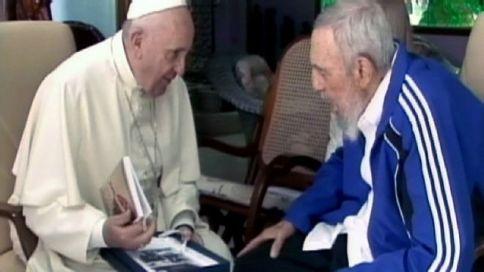 Fidel y Francisco intercambian regalos