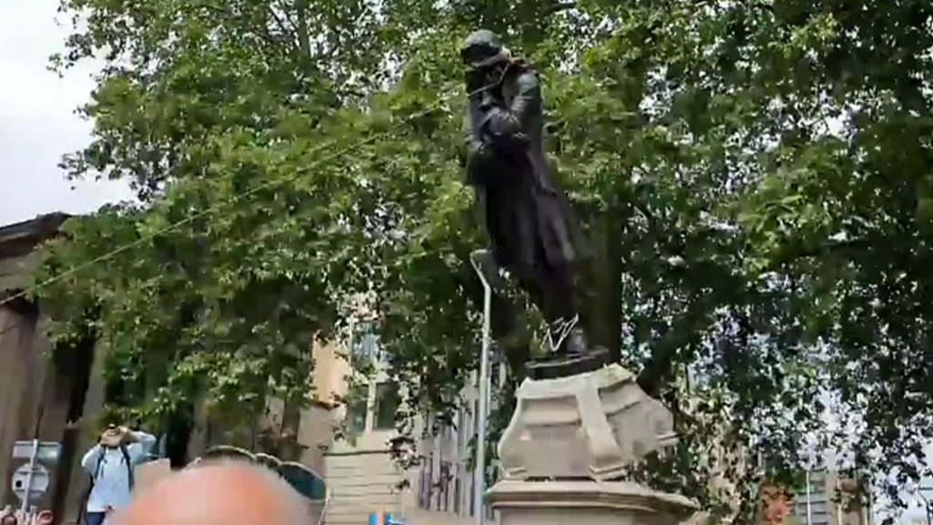 Photo of Protesters tear down statue amid anti-racism demos