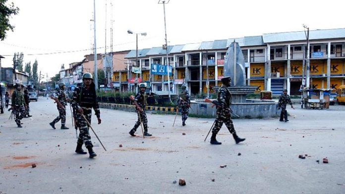 Inside Kashmir's lockdown: 'Even I will pick up a gun' 2