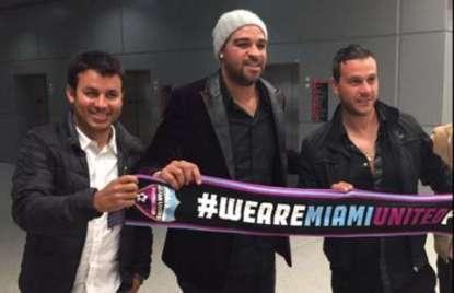 #NPSL | @A10imperador posó con los colores de @miamiunitedfc a su llegada a Miami: deportetotalusa.com/npsl-en-compan…
