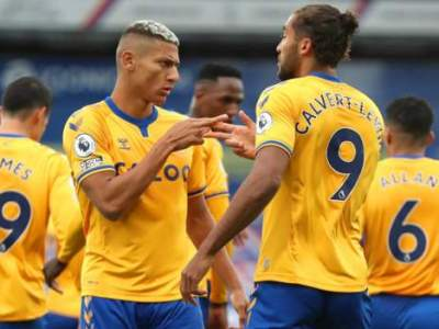 Everton continue perfect start with win at Palace