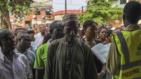 Nigerian voters wait to cast their ballots in the oil rich Niger Delta, Port Harcourt, Nigeria 28 March 2015