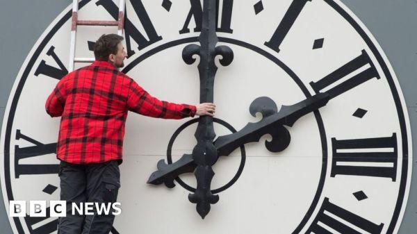Clock changes: EU backs ending daylight saving time - BBC News
