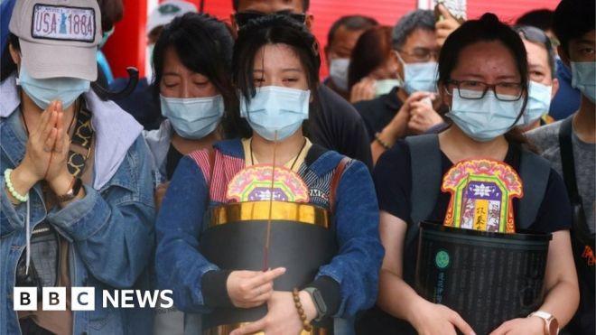 Taiwan train crash: 'Can you let me hug her again?' #world #BBC_News