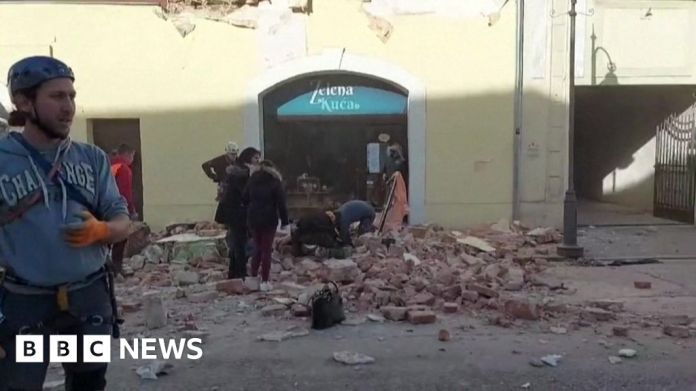 116291808 petrinja क्रोएशिया भूकंप: पेट्रिन्जा में बचाव के प्रयास