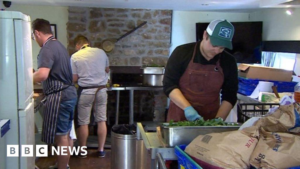Coronavirus: Chef cooks 1,200 free meals a week in lockdown thumbnail