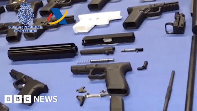 Spain dismantles workshop making 3D-printed weapons #world #BBC_News