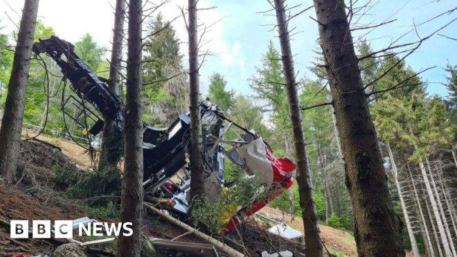 Italy cable car fall: Three arrested over fatal accident #world #BBC_News