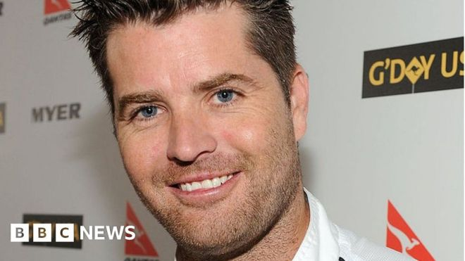 Pete Evans: Facebook removes celebrity chef's page over conspiracies #world #BBC_News