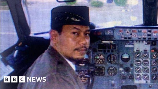 Indonesia Sriwijaya Air crash: Distraught relatives await news #world #BBC_News