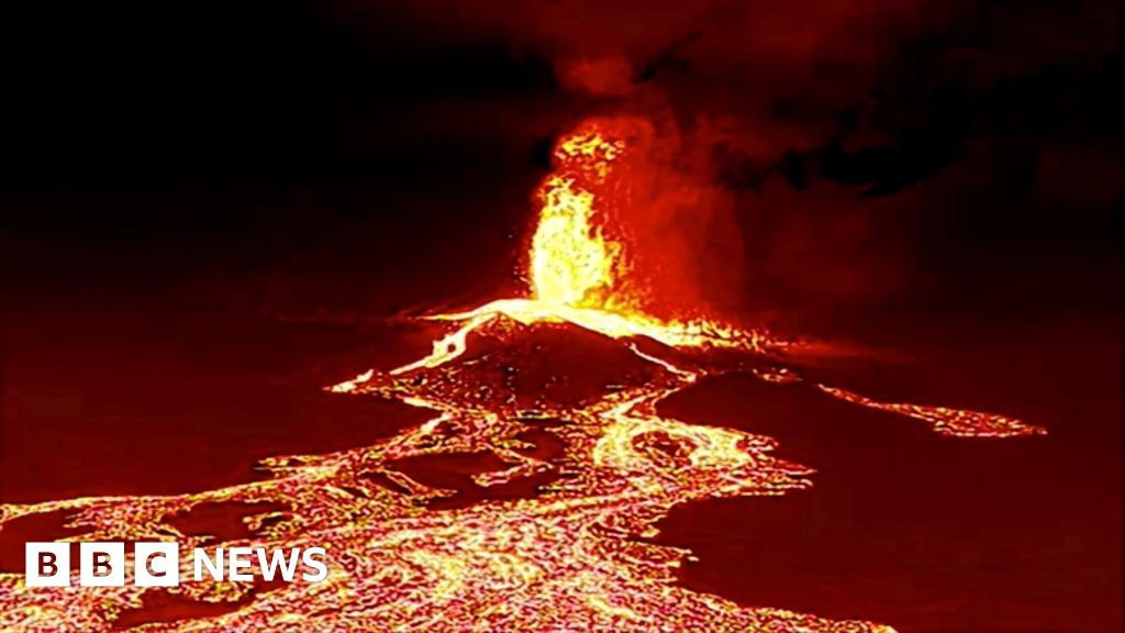 , La Palma volcano buries homes under molten rock in Canary Islands, The Evepost BBC News