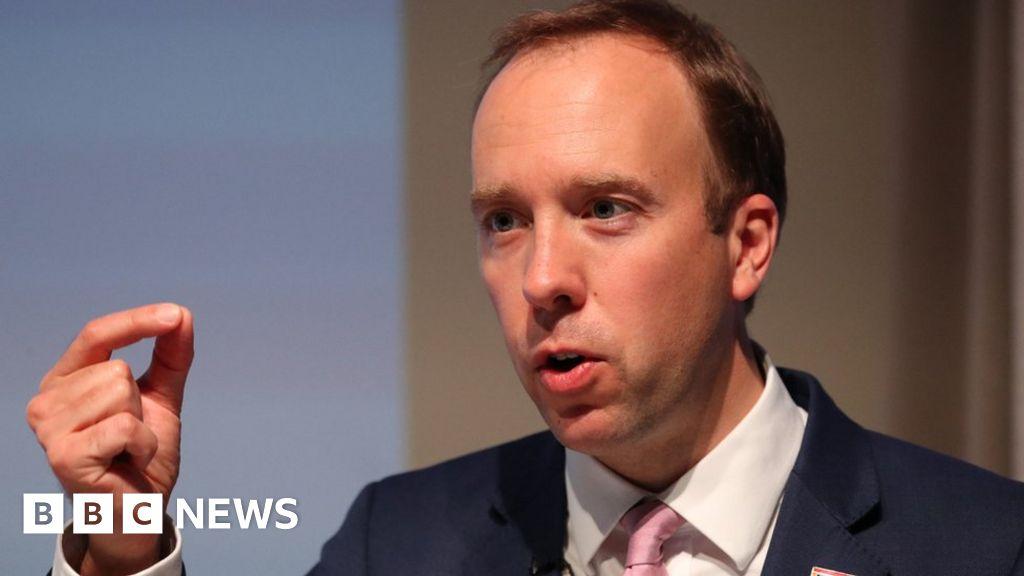 Coronavirus: UK 'not considering' compulsory face masks in workplaces