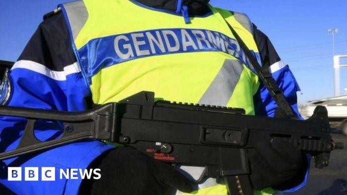 116223416 mediaitem116223415 गनमैन ने फ्रांस के तीन पुलिस अधिकारियों की हत्या कर दी