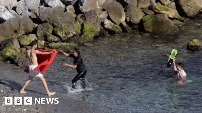 Over 100 Moroccan migrants swim to Spain's Ceuta enclave #world #BBC_News