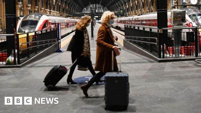कोविद: यूरोपीय संघ विस्तार पर चर्चा के रूप में यूके में यात्रा प्रतिबंध का विस्तार करता है