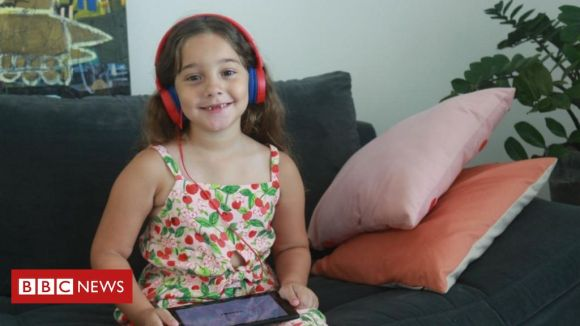 'O YouTube influencia o jeito de falar da minha filha' - BBC News Brasil