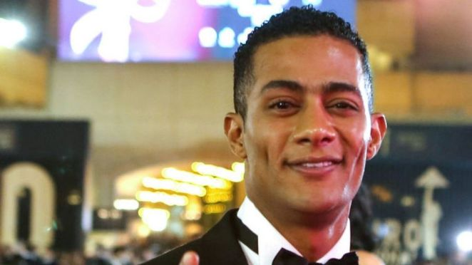 Mohamed Ramadan: Egypt star in cockpit gets pilot banned for life - BBC News