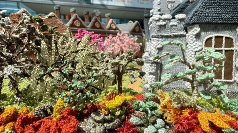 Knitted flowerbeds