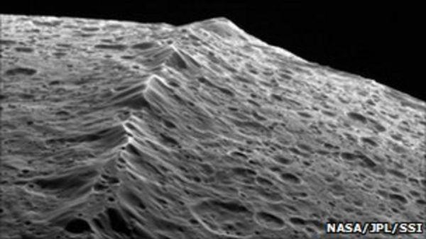Iapetus moon's mighty ridge stirs debate - BBC News