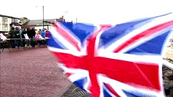 Morecambe hosts Diamond Jubilee promenade party - BBC News