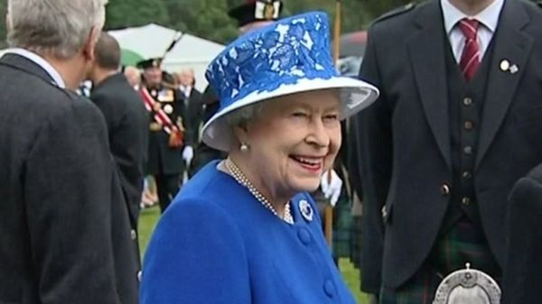 Diamond Jubilee: Queen hosts Balmoral garden party - BBC News