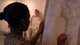 Celena se animó a posar en una clase de arte.