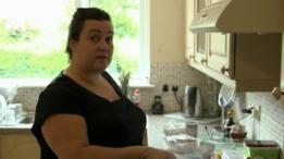 Celena cocina mucho más ahora en su casa.