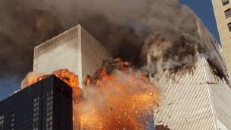 Las Torres del World Trade Center son envueltas por el fuego en la llamada, Zona Cero.