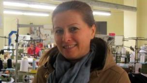 Mirela, propriétaire de l'usine