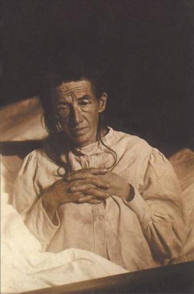 Auguste Deter, la ama de casa alemana que se convirtió en la primera paciente de Alzheimer del mundo. Imagen de dominio público.