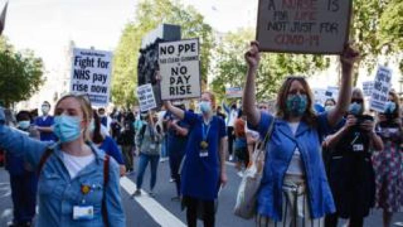 protesting nurses holding signs