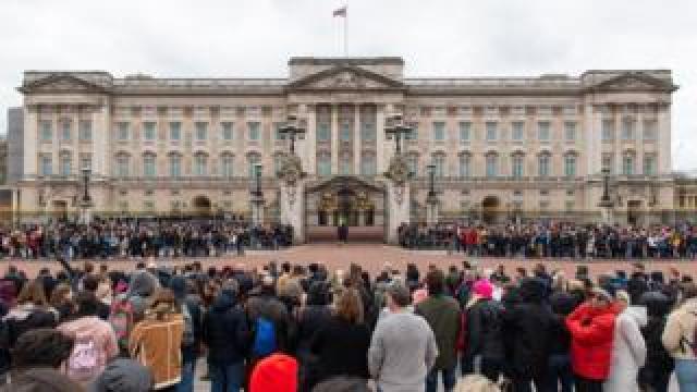 Crowds outside Buckingham Palace 13 March 2020