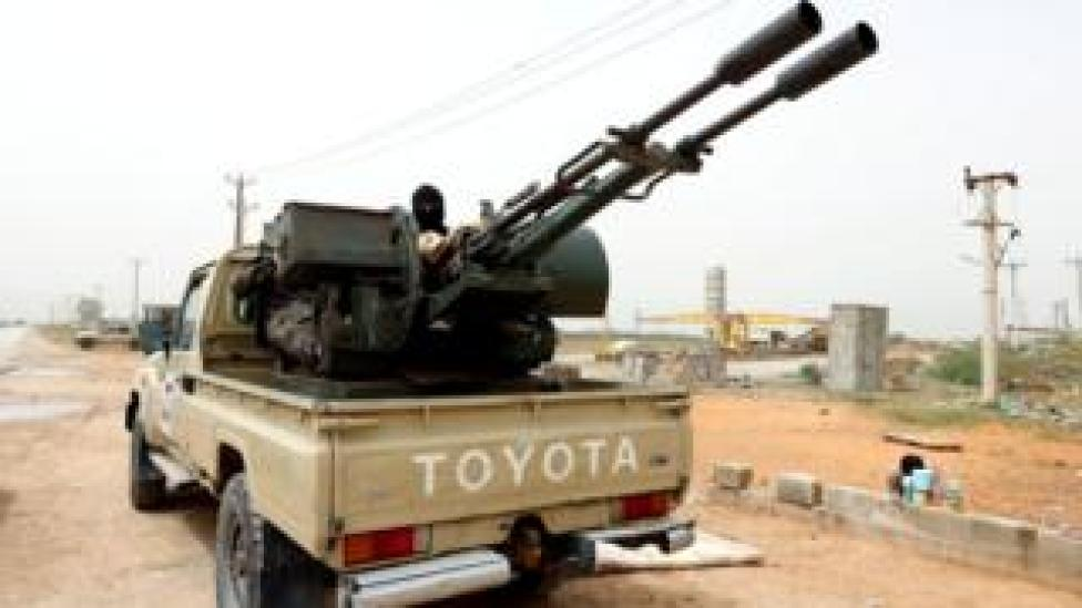 Forces loyal to the Tripoli government defend roads south of Tripoli, April 2019