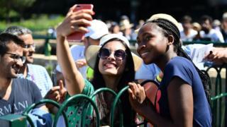 Coco-Gauff-take-selfie-with-fan.