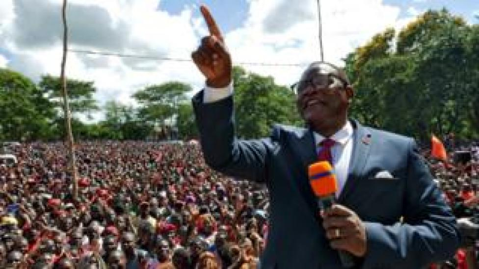 Lazarus Chakwera addressing a campaign rally (file pic)