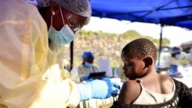 Health personnel administering the Ebola vaccine in Goma