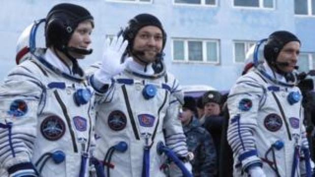 Members of the International Space Station (ISS) expedition 58/59, CSA astronaut David Saint-Jacques (L), Roscosmos cosmonaut Oleg Kononenko (C) and NASA astronaut Anne McClain (R)