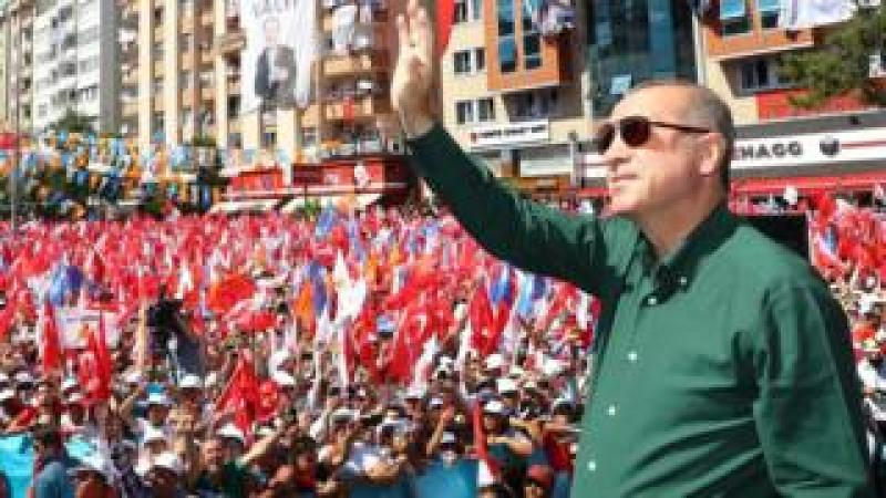 Turkish President Recep Tayyip Erdogan addresses an AKP campaign rally in Kahramanmaras, 21 June 2018