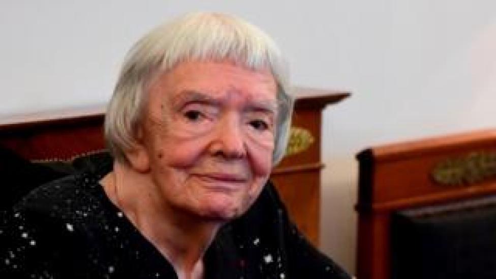 En esta foto de archivo tomada el 30 de mayo de 2016, la activista rusa de derechos humanos Lyudmila Alexeyeva observa