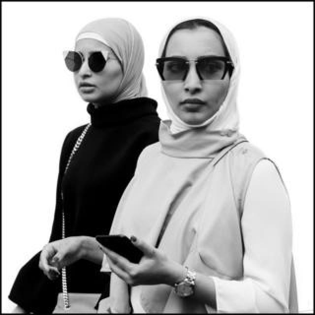 Mark Barstow portrait of two shoppers in central London